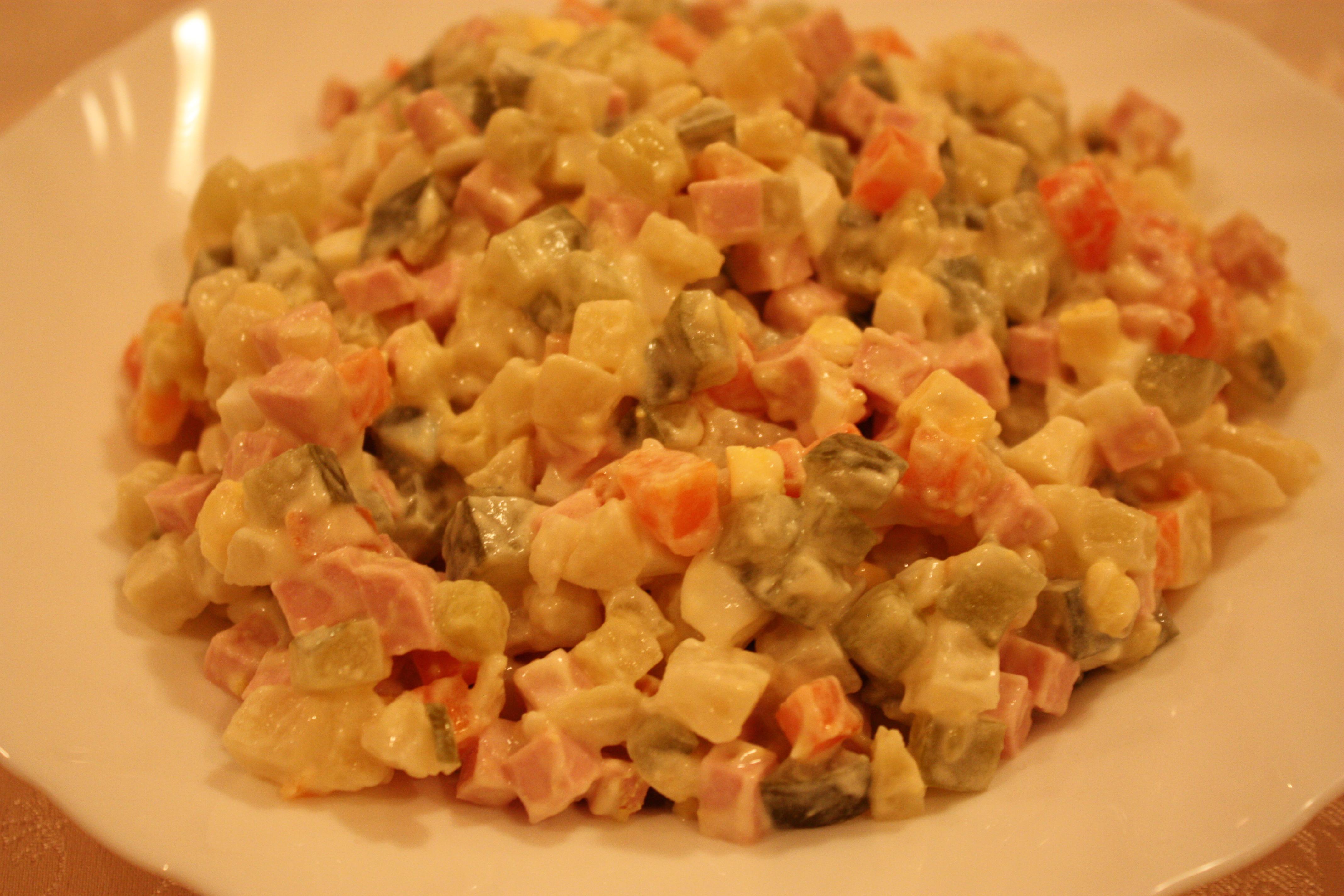 рецепт салата с горошком колбасой